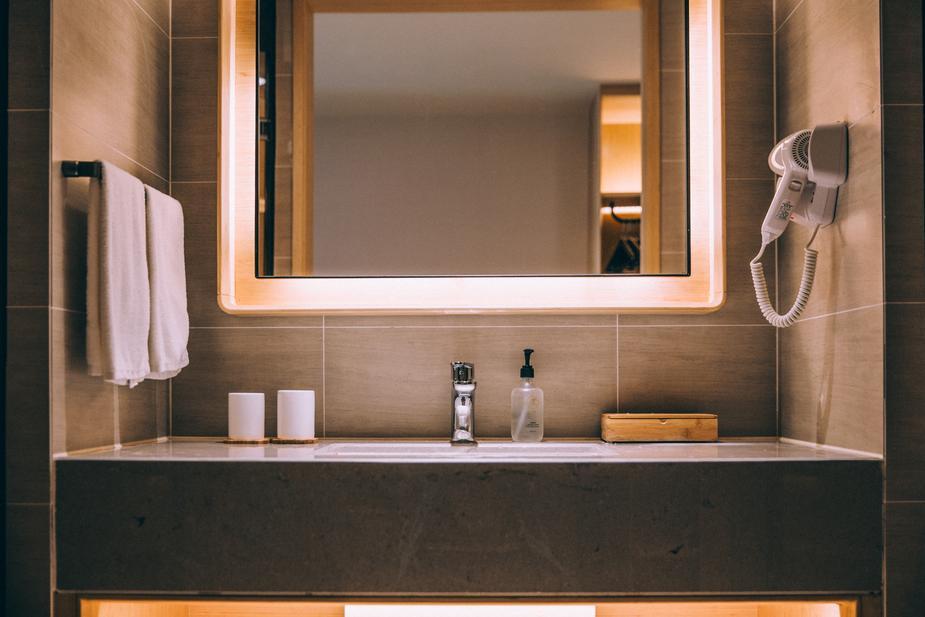 Photo d'une salle de bain moderne dans un hôtel