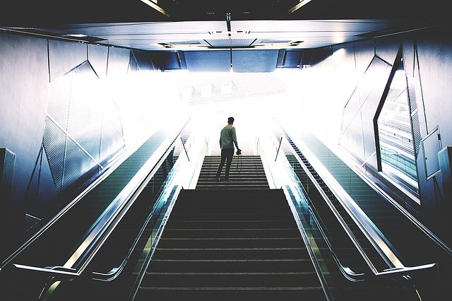 escalator 1245905 640